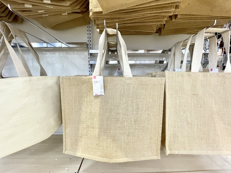 【ダイソー】インド製ジュートトートバッグ(店頭)