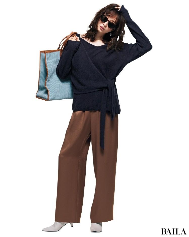 秋冬に持つライトブルーのバッグで着こなしがあか抜ける!