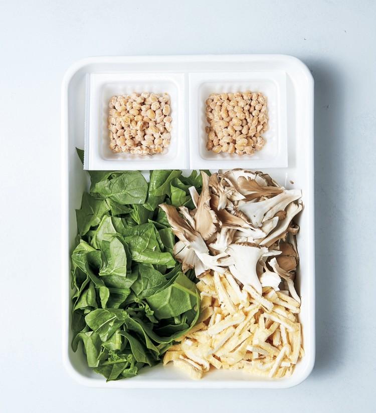 納豆、まいたけ、油揚げ、小松菜