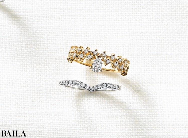 しずくのようなセンターダイヤモンドが輝くロマンチックなデザイン。