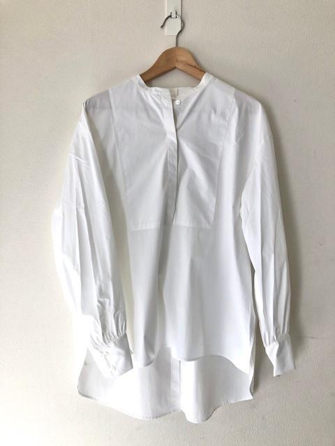 フレイアイディ ②バックデザイン白ブラウス ¥14850(税込)