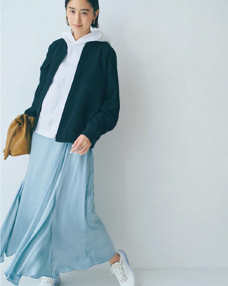 金曜日は、スポーティブルゾン×きれいめスカートでキレ味よく【30代今日のコーデ】