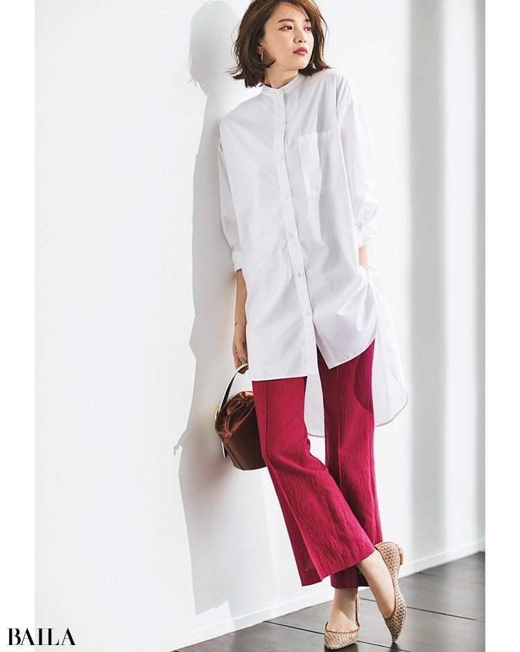 【着回し3】ヒップまですっぽりと隠れるロングシャツを合わせて色のインパクトを品よくセーブ