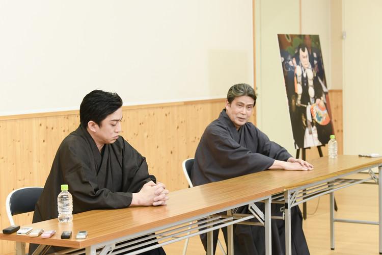 四月大歌舞伎の合同取材会の松本白鸚さんと松本幸四郎さん