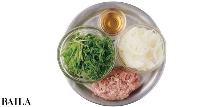 玉ねぎと鶏ひき肉の塩スープ材料