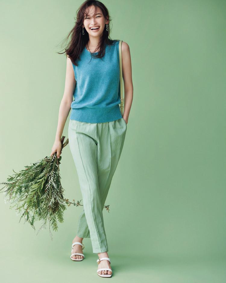 火曜日は、清涼感たっぷりのブルー×グリーンで初夏らしさを満喫!【30代今日のコーデ】