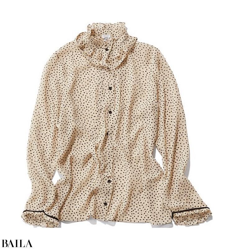 移動の合間にショッピングする日は、白いスカートと茶色のパンプスをなじませ色タイツでなじませて【2019/11/28のコーデ】_2_3