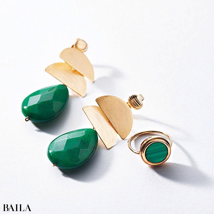 天然石グリーンのイヤリングとリング