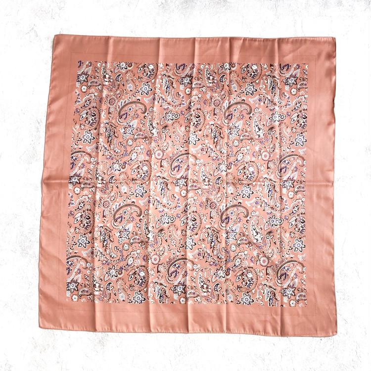 【ユニクロ小物アレンジ】スカーフをバッグに結ぶ方法3選_1