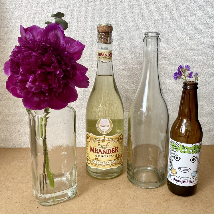 【エディターのおうち私物#24】生け花が意外とおしゃれに見える、空き瓶のリユース方法( #StayHomeWithFlowers )_1