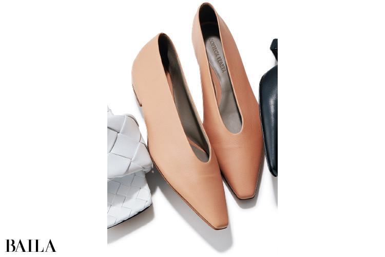 ボッテガ・ヴェネタの靴「アーモンド フラット」