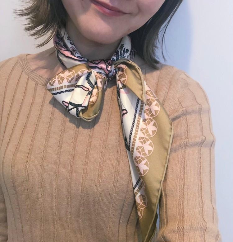 いつものニットが新顔に♡スカーフアレンジ_2