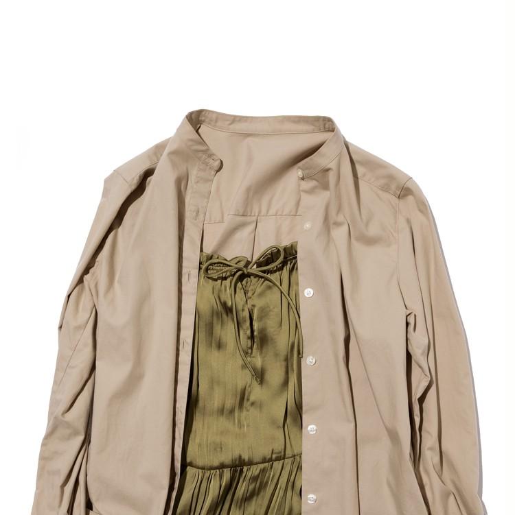 ZARAのワンピースとバンドカラーシャツのレイヤード例
