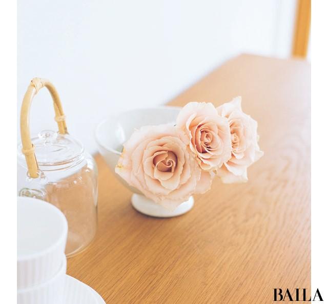初夏のエネルギーに満ちたバラの生け方いろいろ【カトパンのあえて小さく飾る花レッスン】_7