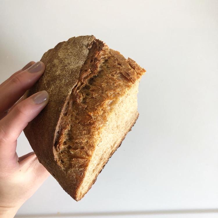 代々木にある新釜で焼くカンパーニュと食パンのパン屋さん_8