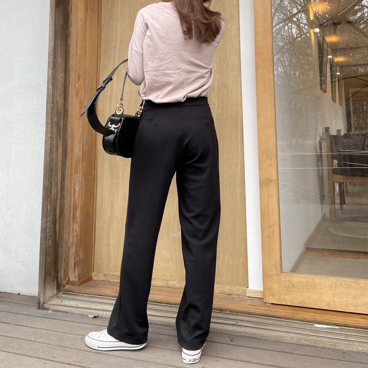 【UNIQLO着回し】楽なのに可愛い「黒パンツ」が1290円_6