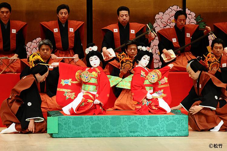 鏡獅子の染五郎と團子の舞台写真