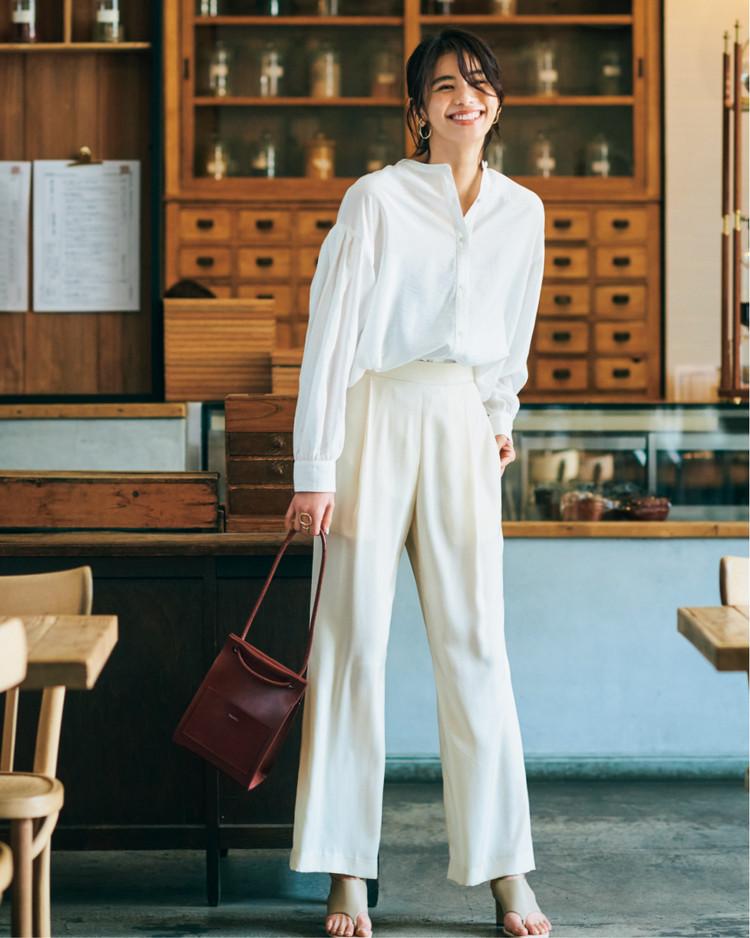 土曜日は、万能白ブラウスを旬のワントーンで着こなし!【30代今日のコーデ】
