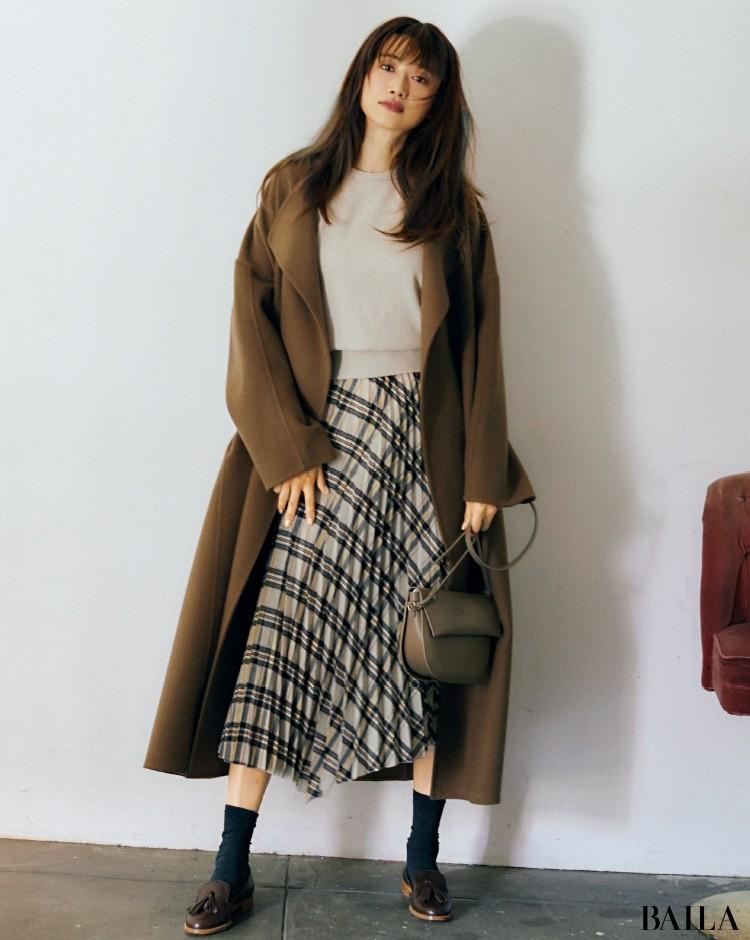 コートに合わせてローファーもブラウンで冬色に