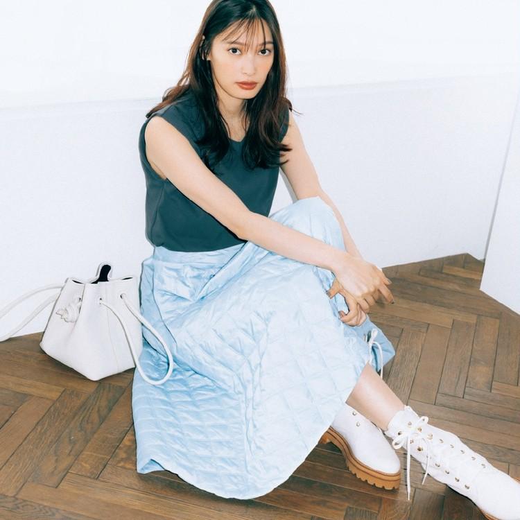 金曜日は、定番のフレアスカートはキルティング素材で新鮮に!【30代今日のコーデ】