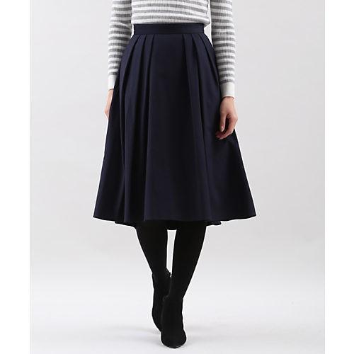 休日リラックススタイルも、黒のスカートでちゃんと女らしく!_8