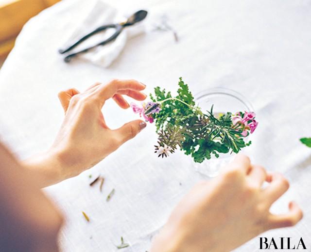 香り高いハーブをさりげなく飾って部屋に初夏を呼び込む【カトパンのあえて小さく飾る花レッスン】_6