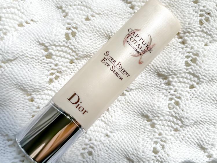 ディオールの20年にわたる幹細胞研究から生まれた渾身の目元用美容液、「カプチュール トータル セル ENGY アイ セラム」。