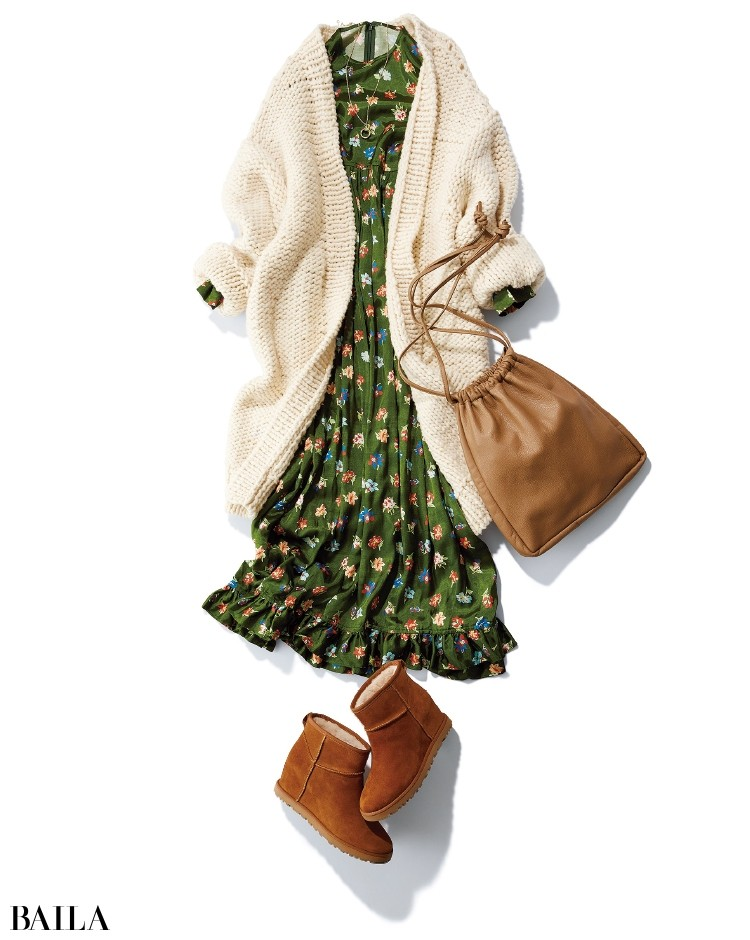 コーデに抜け感をもたらすレザーの巾着バッグ