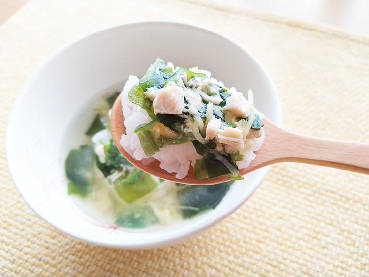 ご飯にかけたオクラ入りねばねば野菜のスープ