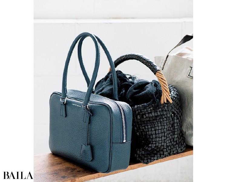 革のバッグは床へ直置きしない