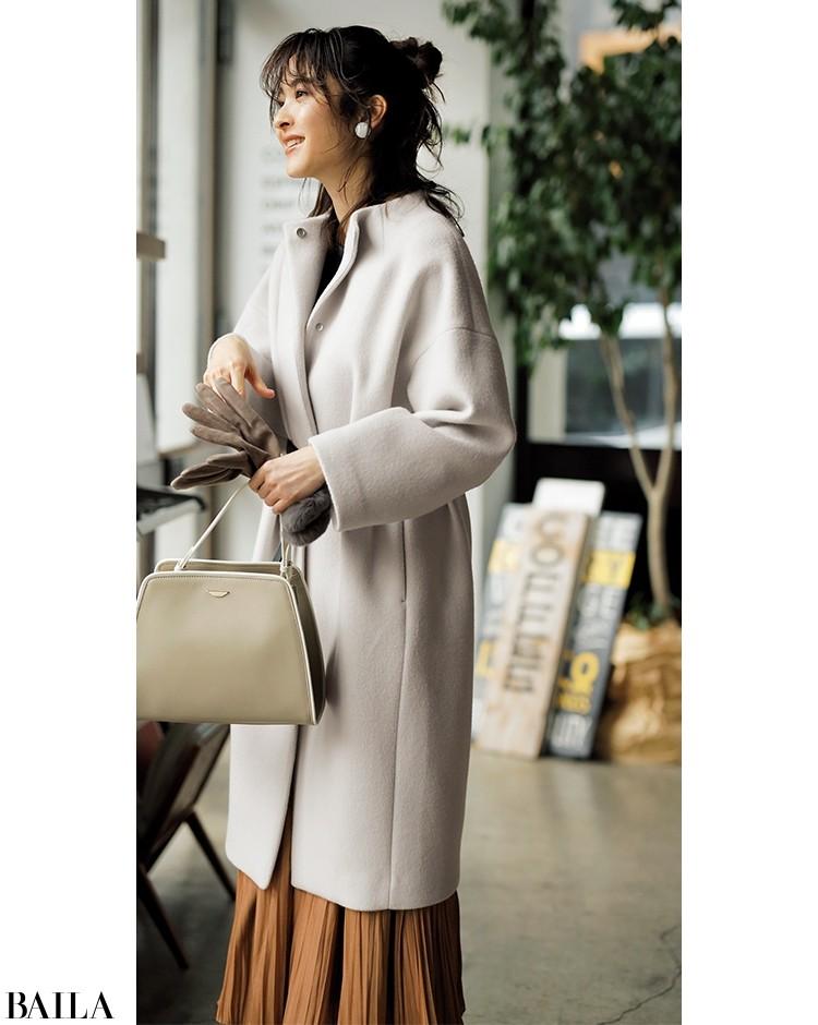長め丈のコートは、ロングプリーツで絶妙バランスに