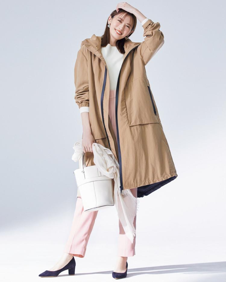金曜日は、スポーティなフーデッドコートにピンクで可愛げをプラス【今日のコーデ】