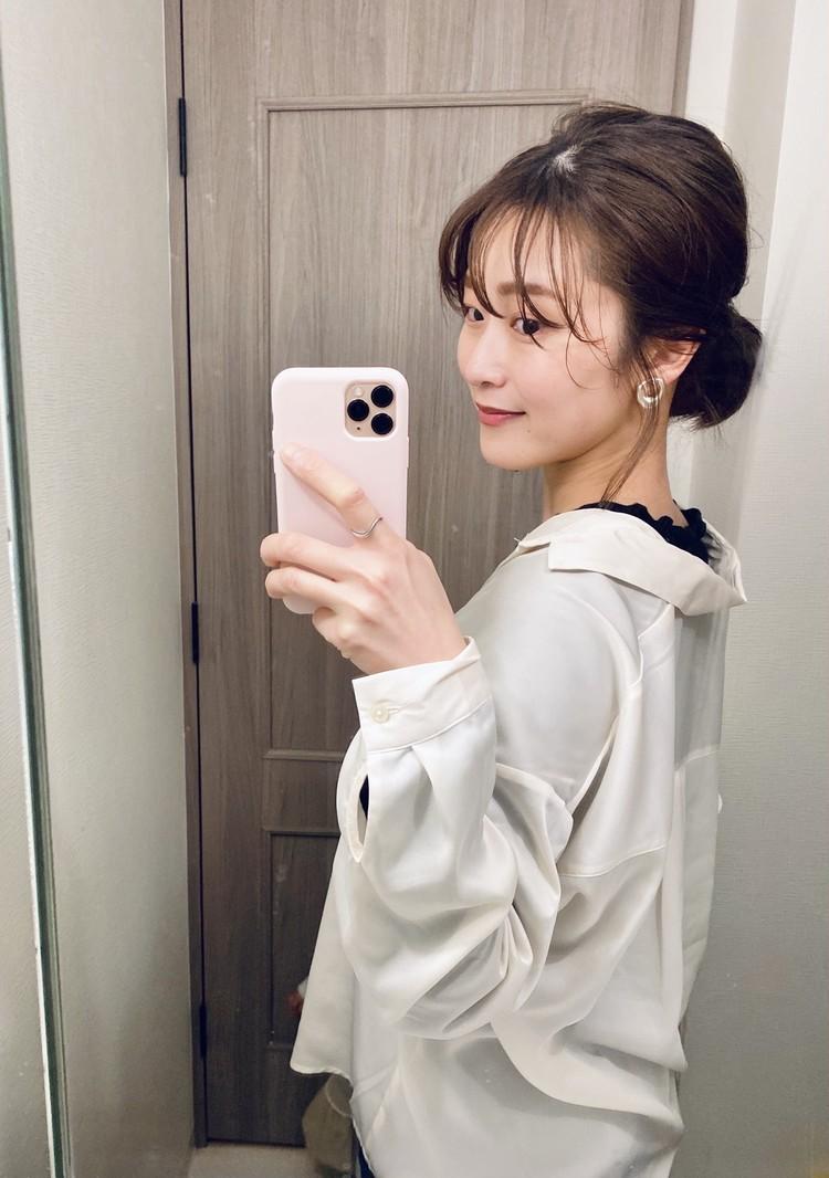 GUのシアーオーバーサイズシャツ(泉ひとみさん)