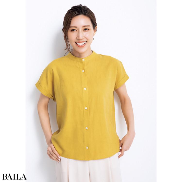 リネン素材のカジュアルシャツ×シャープなカップのワイヤー広めブラ