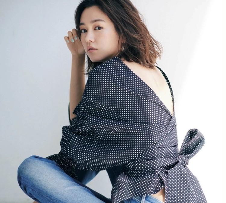 【BAILA8月号】お得すぎるの付録PVCバッグが映える❤︎桐谷美玲さんの軽やかな黒コーデを真似してみた!_4_2