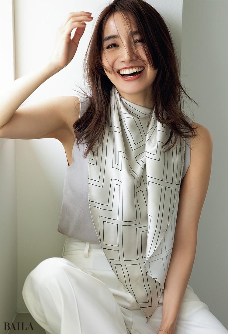 顔まわりの印象変えは スカーフがお役立ち!