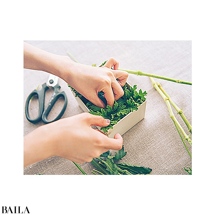 秋色の花々を箱詰めにして小さな贈り物【カトパンのあえて小さく飾る花レッスン】_5