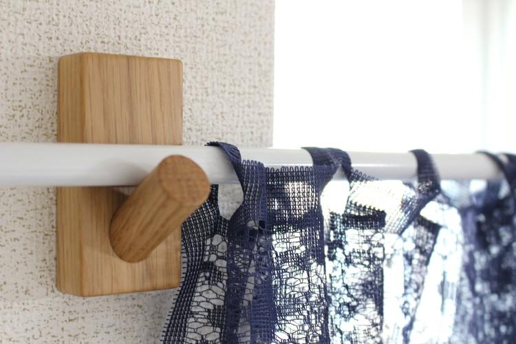 無印良品の壁に付けられる家具フックでカーテンを設置