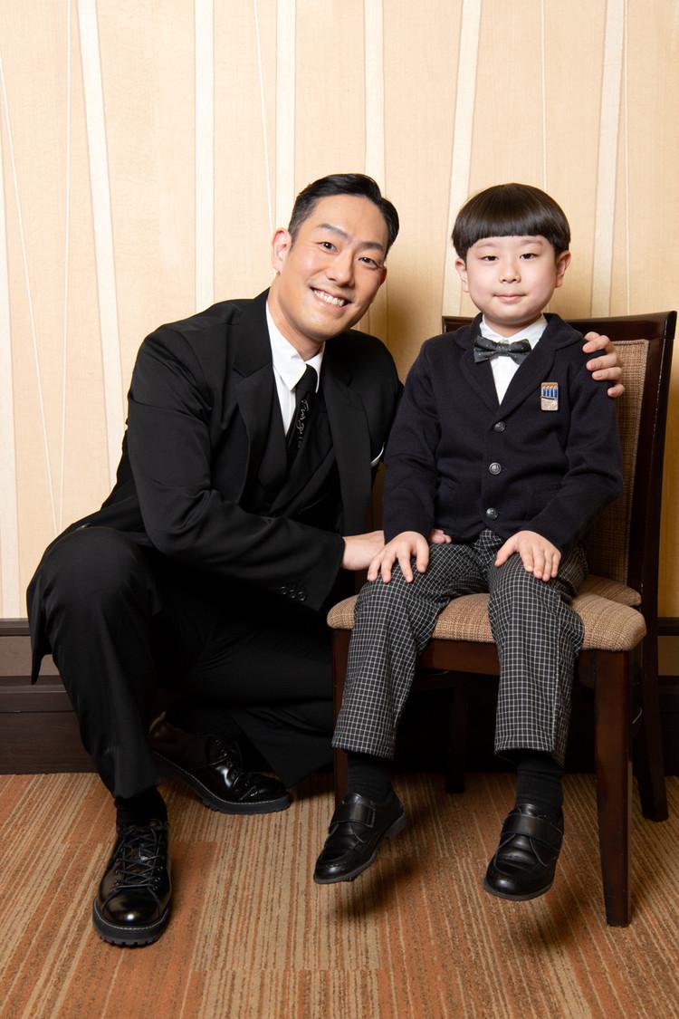 中村屋親子ツーショト写真 勘九郎と長三郎