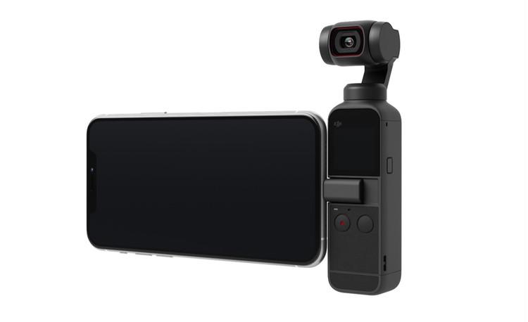 ジンバルつき小型4Kカメラ「DJI Pocket 2」とスマホ
