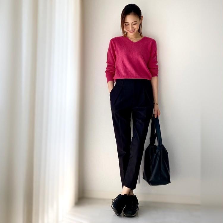 UNIQLOきれい色トップス×黒パンツで大人のシンプルコーデ_7