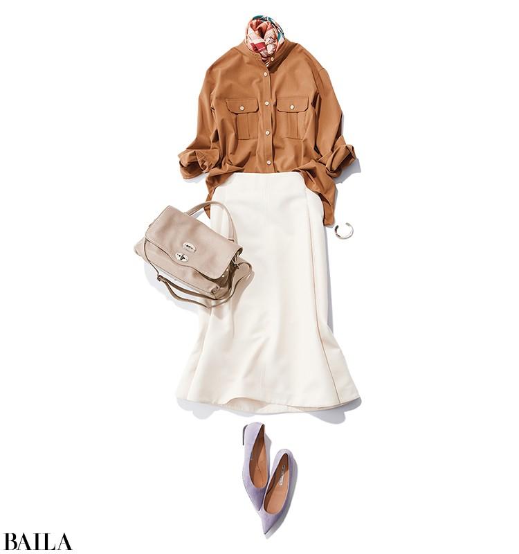 新商品発表会の日は、清潔感を意識したトレンドシャツ×白スカートコーデ【2019/11/25のコーデ】_1