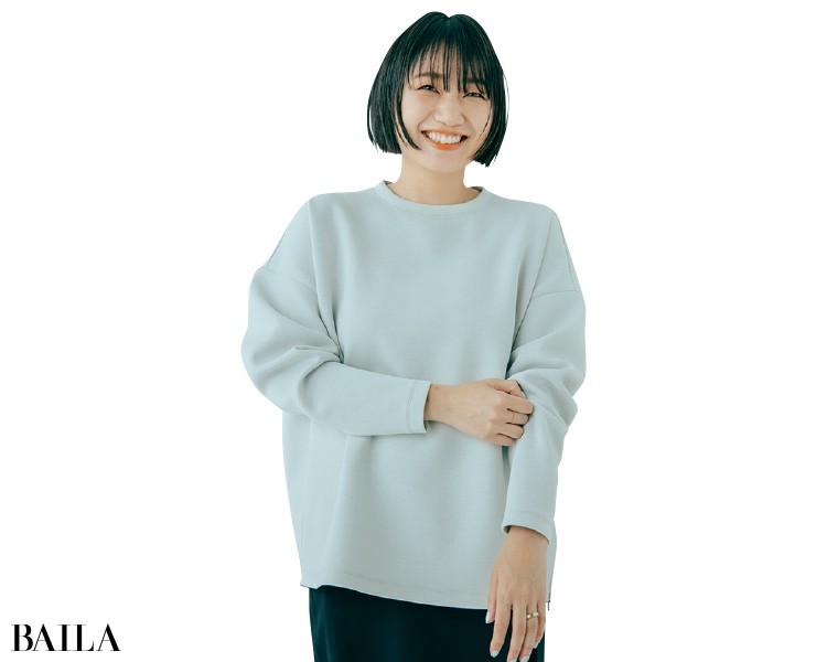 スタイリストの石田 綾さんはライトグレーを選択
