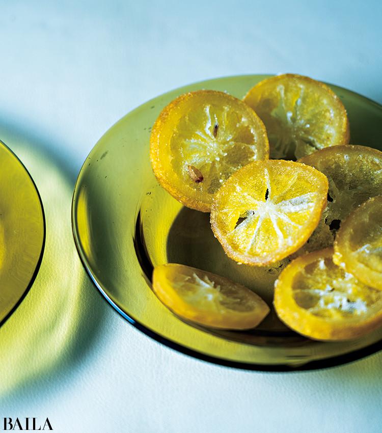 国産無着色レモンをスライスし、甘みをつけてやわらかいドライフルーツに。「地方ロケへの移動中のコンビニで見つけました。すぐに箱で取り寄せたほど!」。そのままはもちろん、紅茶に浮かべても。5袋(各60g)入り ¥2160