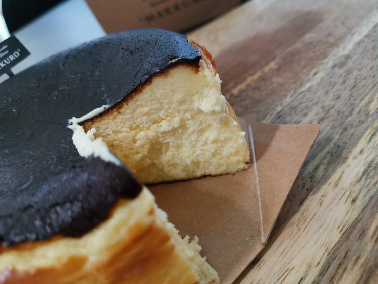 9.【MAKKURO】バスクチーズケーキ12cm(¥1637)カット