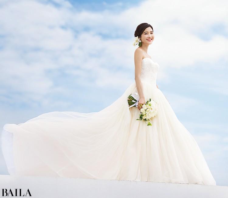 シルエットの美しさがきわだつドレス