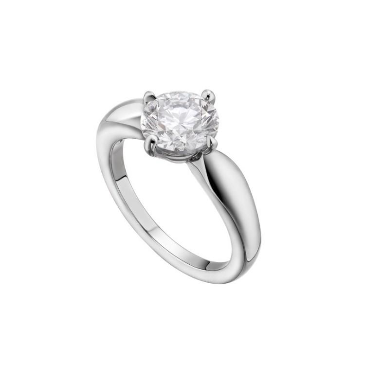 「デディカータ・ア・ヴェネチア トルチェッロ」エンゲージメントリング(Pt×ダイヤモンド 0.18ct~)¥247000~/ ブルガリ ジャパン