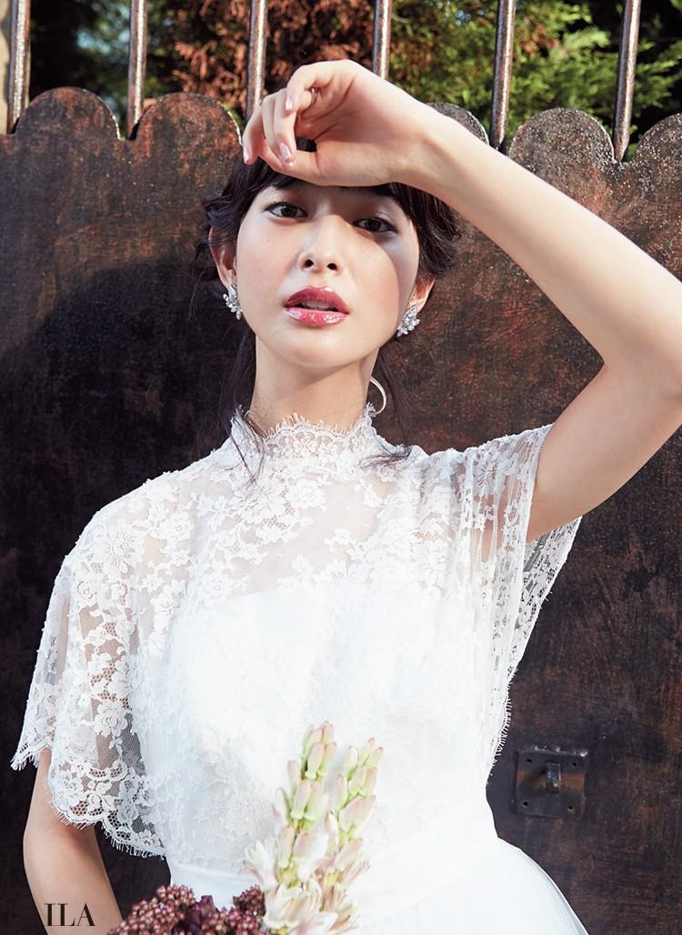 メリハリと品格を併せ持つ メイクで、クラシカルな ドレスをモダンな表情に
