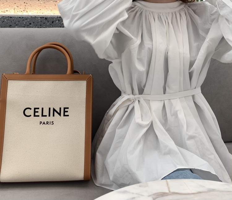 【CELINE】本命春バッグは「ブランドロゴトート」_4