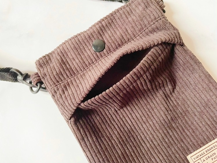 ショルダーバッグのサブポケット